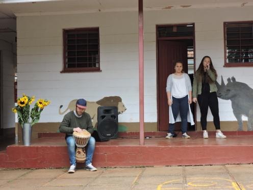 ungdomsskoleelever-synger